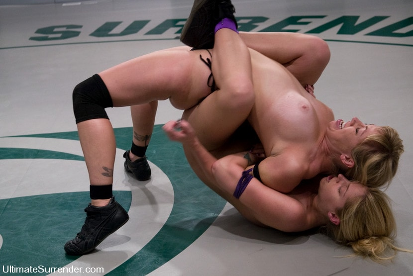 Kink 'The Amazon (1-0) vs Adrianna Nicole The Adrianaconda (0-0)' starring Hollie Stevens (Photo 14)