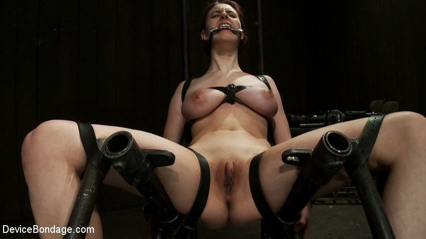 Kink 'She Deserves it' starring Iona Grace (Photo 1)
