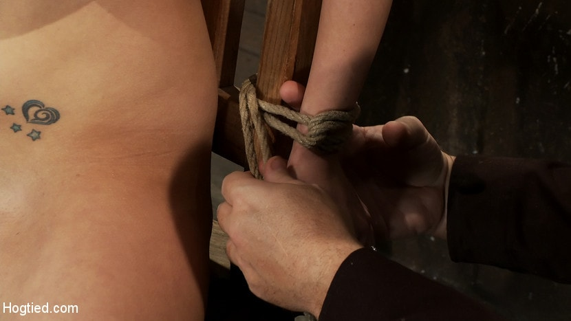 Kink 'BONDAGE TUTORIAL: How to properly do a chair tie, we also teach you the secret of the INSEX mask' starring Isis Love (Photo 11)