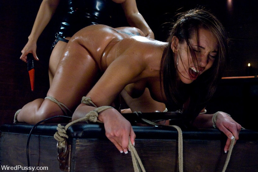 Kink 'Kelly and her Divine Ass' starring Isis Love (Photo 5)