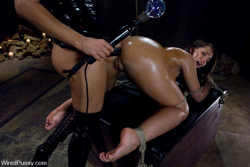 Kink 'Kelly and her Divine Ass' starring Isis Love (Photo 9)