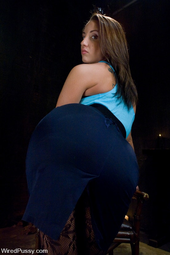 Kink 'Kelly and her Divine Ass' starring Isis Love (Photo 14)