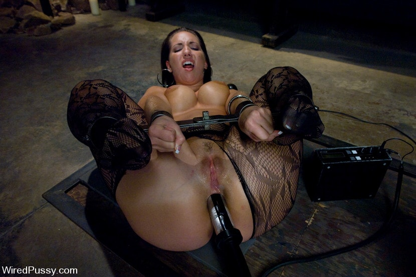 Kink 'Kelly and her Divine Ass' starring Isis Love (Photo 15)