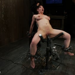 Isis Love in 'Kink' Part 2 of 4 of the May Live show. (Thumbnail 7)