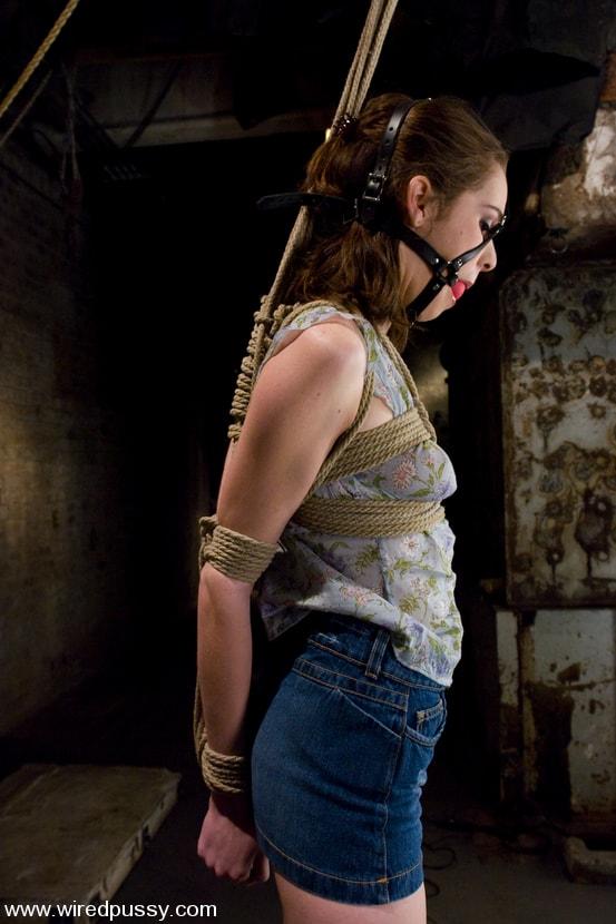 Kink 'Isobel Wren' starring Isobel Wren (Photo 2)