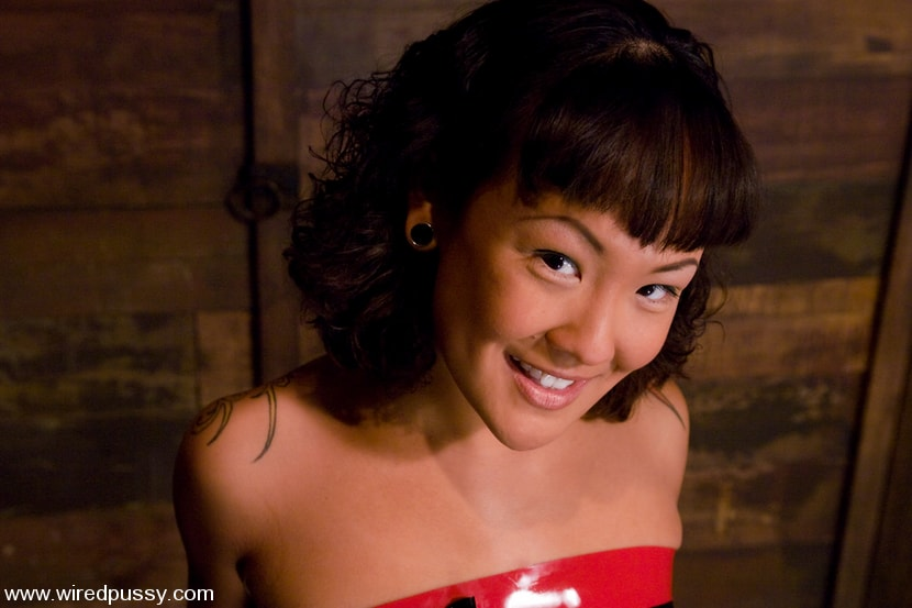 Kink 'Don't worry, it's just a little electricity!' starring Jandi Lin (Photo 1)