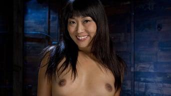 Yuki Mori に '愛らしいアジアのモデル恥ずかしがり屋'