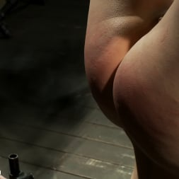Juliette March in 'Kink' Tight Cunt, Tight Body, Inverted (Thumbnail 4)