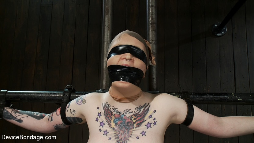 Kink 'Vulnerable pain slut pussy get pulverized by the meanest machines around.' starring Juliette March (Photo 1)