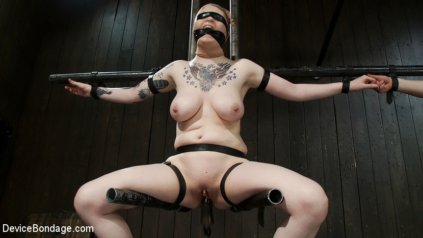 Kink 'Vulnerable pain slut pussy get pulverized by the meanest machines around.' starring Juliette March (Photo 6)