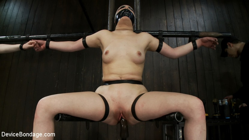 Kink 'Vulnerable pain slut pussy get pulverized by the meanest machines around.' starring Juliette March (Photo 11)