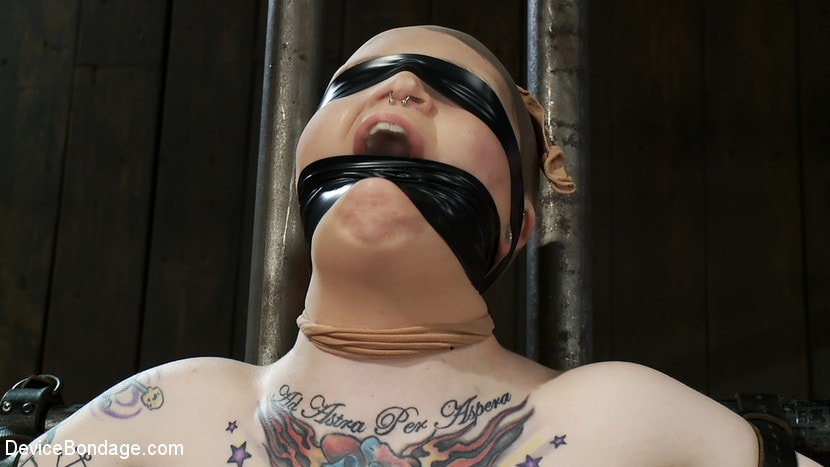 Kink 'Vulnerable pain slut pussy get pulverized by the meanest machines around.' starring Juliette March (Photo 14)