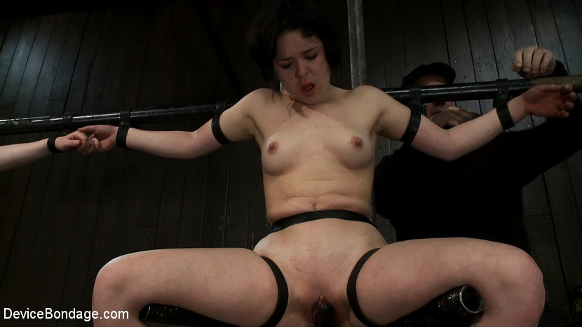 Kink 'Vulnerable pain slut pussy get pulverized by the meanest machines around.' starring Juliette March (Photo 16)