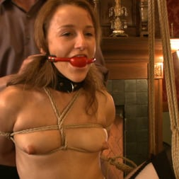 Kait Snow in 'Kink' Service Day (Thumbnail 4)
