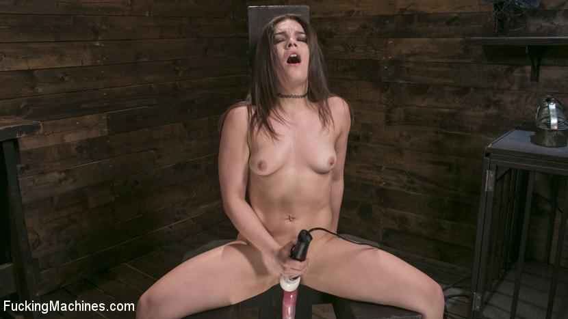 Kink 'Insatiable Sex Vixen Gets Power Fucked' starring Kimber Woods (Photo 5)