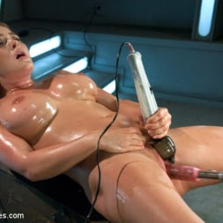 Krissy Lynn in 'Kink' Meaty Pussy Pounded by Machine Powered Cock (Thumbnail 5)