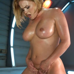 Krissy Lynn in 'Kink' Meaty Pussy Pounded by Machine Powered Cock (Thumbnail 17)