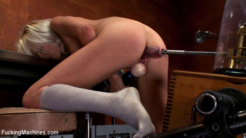 Kink '18yr old fresh new girl spreads for the machines in the science lab' starring Layden Sin (Photo 15)