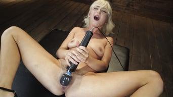 Lilly Bell に 'セクシーカム女の子リリーベルありますバウンドとマシンファック'