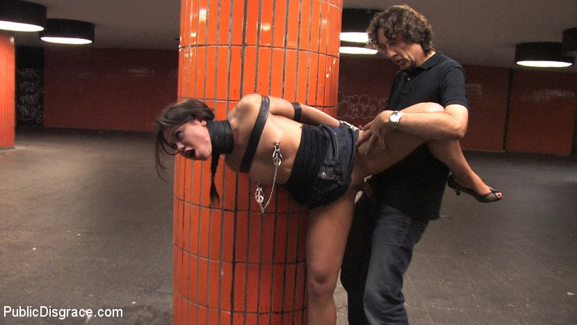 Kink 'Beautiful Czech girl exposed on the streets at night!!!' starring Linda (Photo 12)