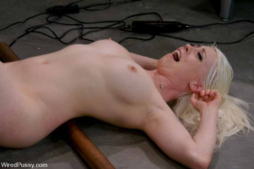Kink 'Electrical Demo Part 1: The Violet Wand' starring Lorelei Lee (Photo 6)