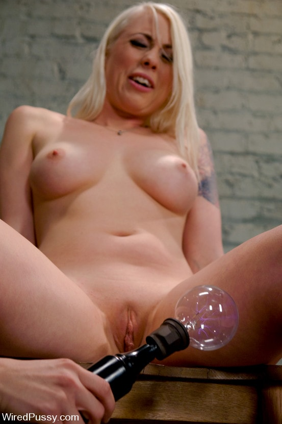 Kink 'Electrical Demo Part 1: The Violet Wand' starring Lorelei Lee (Photo 11)