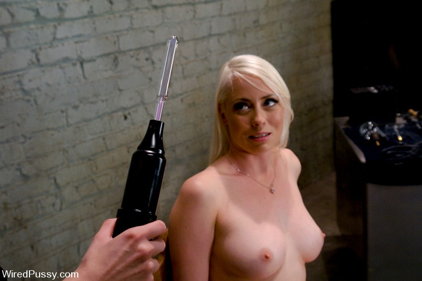 Kink 'Electrical Demo Part 1: The Violet Wand' starring Lorelei Lee (Photo 18)