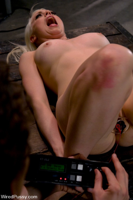 Kink 'Electrical Demo Part 3: Insertables' starring Lorelei Lee (Photo 7)