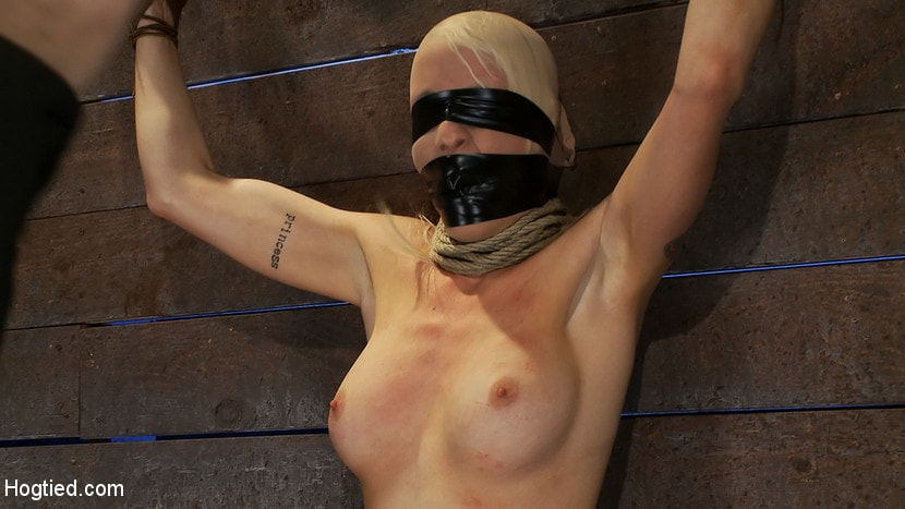 Kink 'Legs tied to neck, a slow choke out As her arms weaken the pull on the neck gets stronger.' starring Lorelei Lee (Photo 13)