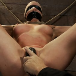 Lorelei Lee in 'Kink' Legs tied to neck, a slow choke out As her arms weaken the pull on the neck gets stronger. (Thumbnail 16)