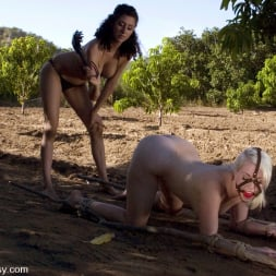 Lorelei Lee in 'Kink' Lorelei Lee, Mia Bangg and Princess Donna Dolore (Thumbnail 2)