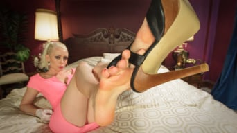 Lorelei Lee in 'Thanksgiving FEMDOM Foot Affair'