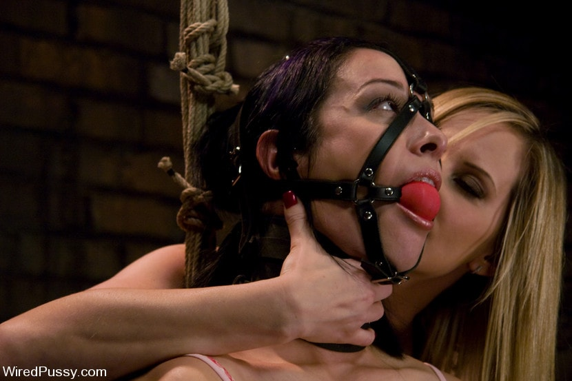 Kink 'makes her debut at Wiredpussy!!!' starring Maitresse Madeline (Photo 1)