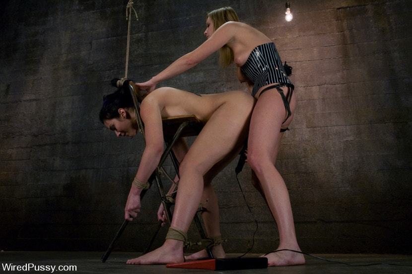 Kink 'makes her debut at Wiredpussy!!!' starring Maitresse Madeline (Photo 9)