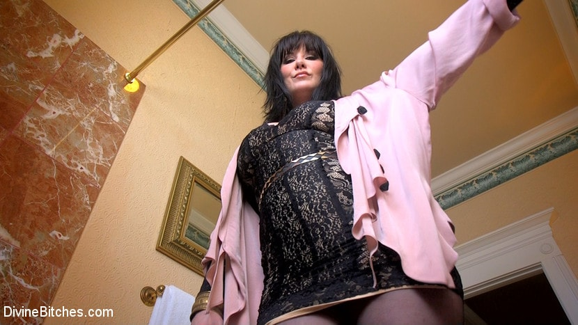 Kink 'The Queen's Slave Training' starring Maitresse Madeline Marlowe (Photo 2)