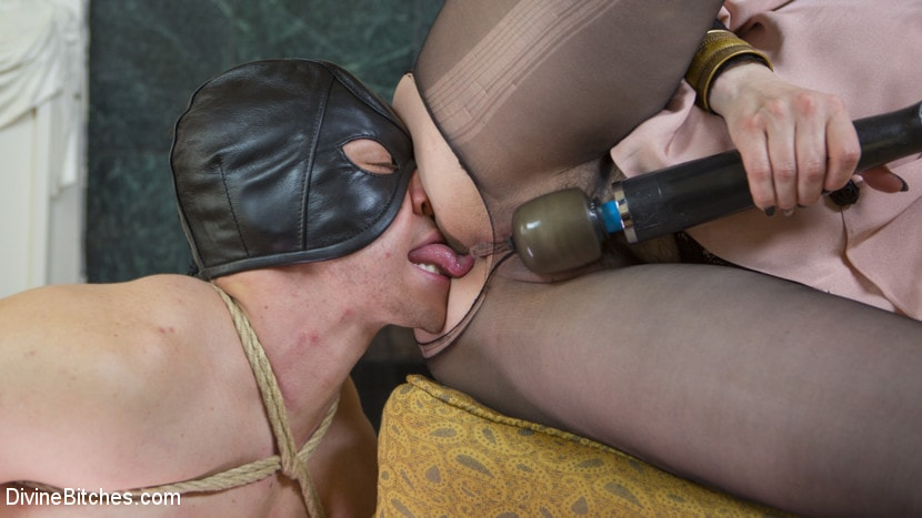 Kink 'The Queen's Slave Training' starring Maitresse Madeline Marlowe (Photo 18)