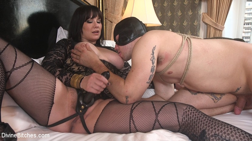 Kink 'The Queen's Slave Training' starring Maitresse Madeline Marlowe (Photo 22)
