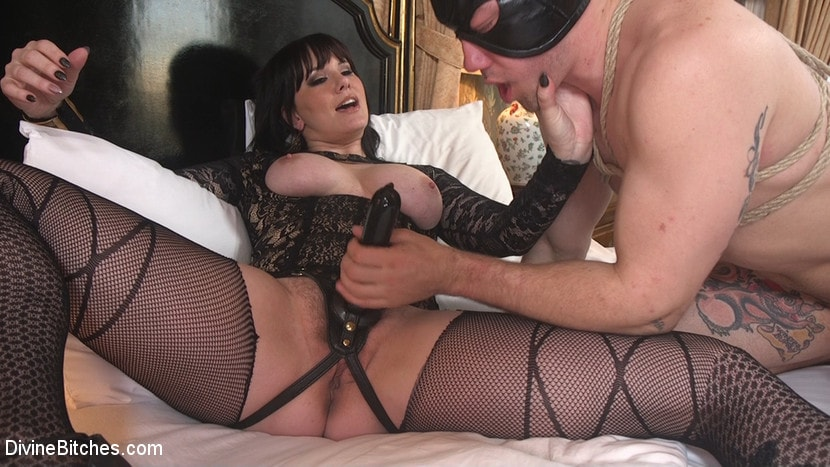Kink 'The Queen's Slave Training' starring Maitresse Madeline Marlowe (Photo 23)