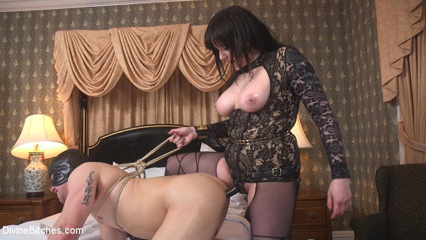 Kink 'The Queen's Slave Training' starring Maitresse Madeline Marlowe (Photo 28)