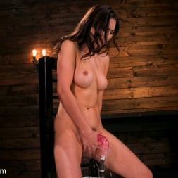 Melissa Moore in 'Kink' All Natural New Girl Squirts Everywhere From Machine Fucking (Thumbnail 14)