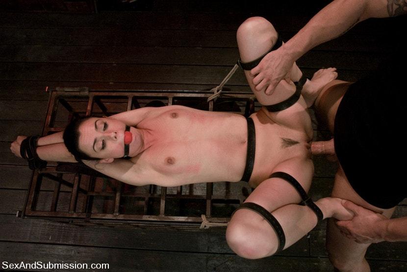 Kink 'Eager to Please' starring Mina Leigh (Photo 9)