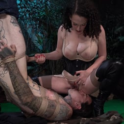 Mistress Blunt in 'Kink' Snared, Part 1: Mistress Blunt Traps Her Toy! (Thumbnail 14)