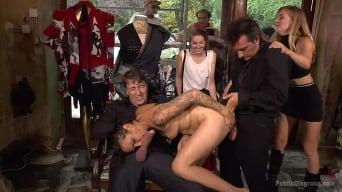 Mona Wales に 'Porno Virgintyがパブリックダブルペネトレーションで撮影'