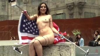 Mona Wales に '恥ずかしそうなアメリカ人の観光客は公然と自分自身を恥ずかしくする!'