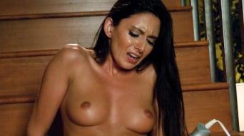 Nikki Daniels in 'Oh Nikki You're SO FINE: Machine fucking a swinging MILF'