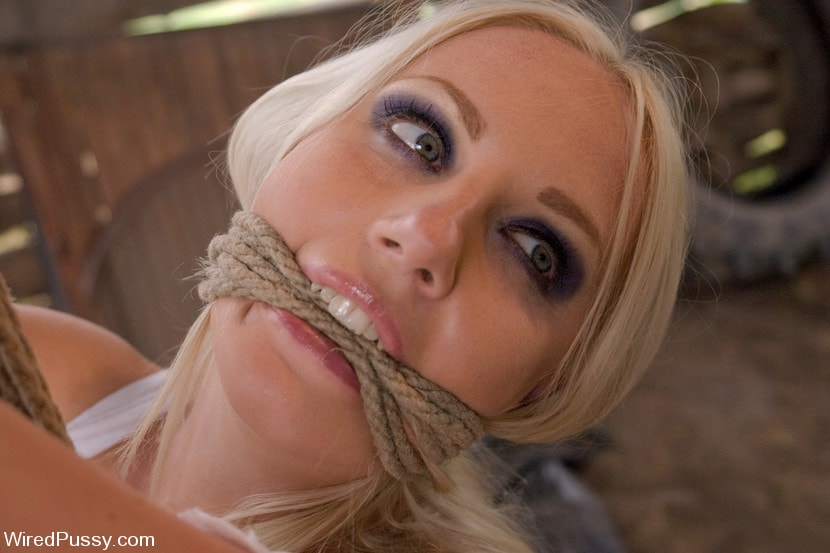 Kink 'Beautiful Russian blond tries bondage for the first time and loves it!!!!' starring Princess Donna Dolore (Photo 18)