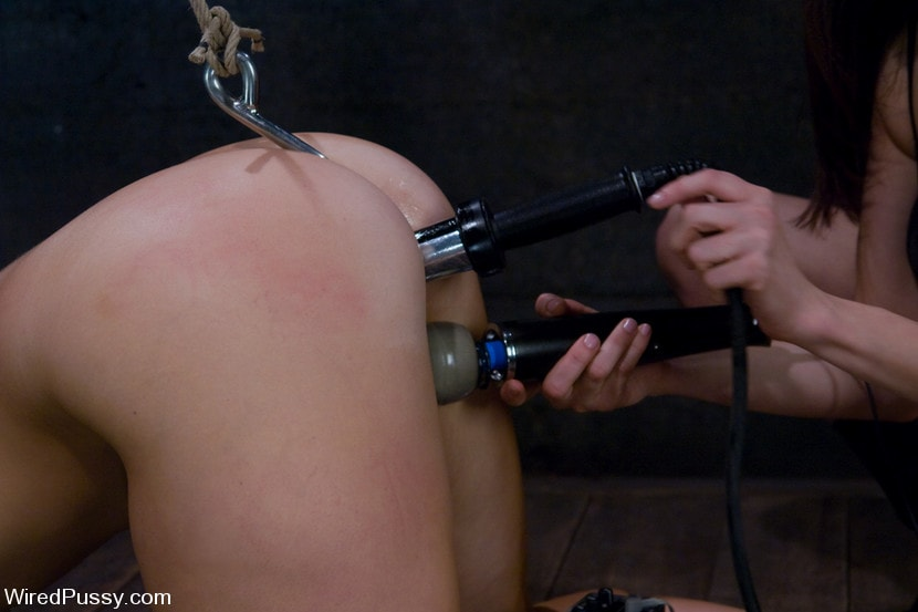 Kink 'Bella Rossi gets her big natural tits shocked and bound!!!' starring Princess Donna Dolore (Photo 3)