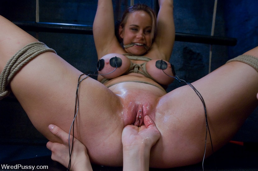 Kink 'Bella Rossi gets her big natural tits shocked and bound!!!' starring Princess Donna Dolore (Photo 6)