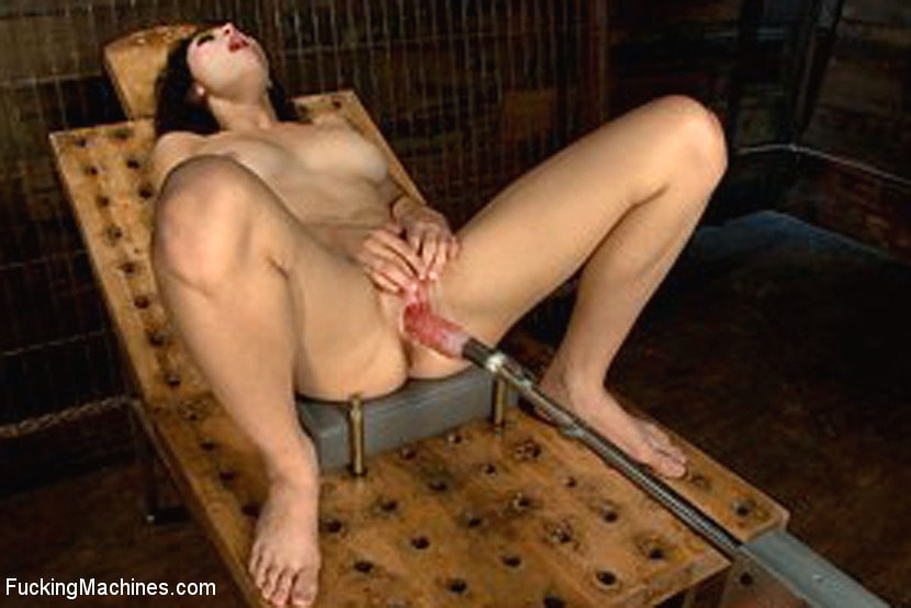 Kink '18yrs OLD NEW to PORN Never Seen a Machine Fuck and Now it's in Her Pussy' starring Raven Rockette (Photo 5)