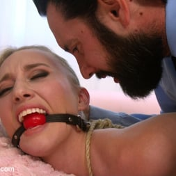 Riley Reyes in 'Kink' Desperate To Deal (Thumbnail 1)
